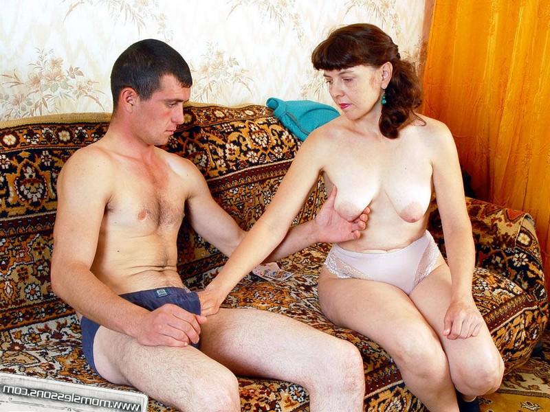 Хлопець займайться сексом с зрлою жнкою