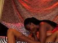 Домашнє ранкове порно темношкірої пари